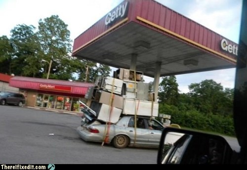 Overloaded car - Credit: Failblog/There I Fixed it
